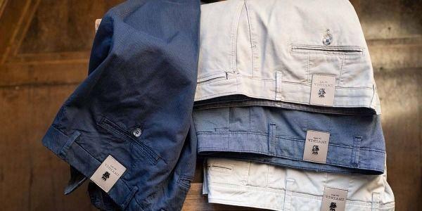 Come scegliere i pantaloni da uomo giusti: i trucchi per vestirsi in base al fisico