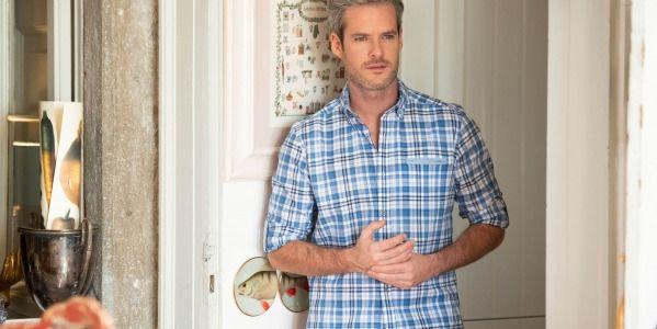 Come lavare la camicia di lino: tutti i trucchi per trattare il tessuto dell'estate