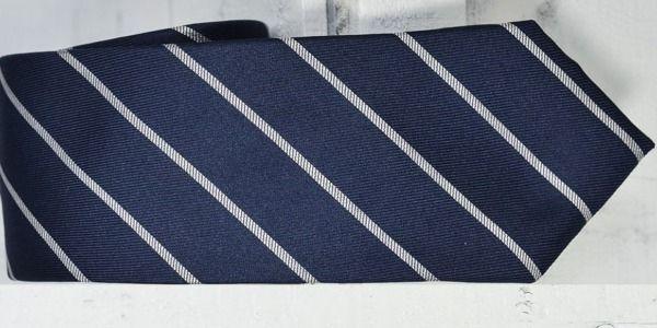 Le cravatte regimental non sono cravatte a righe!